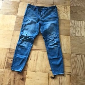 Cropped and lightweight jeans